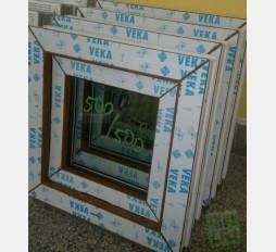 Plastové okno 50x50 zlatý dub